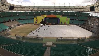 Festival de Verão: montagem do palco entra nos últimos detalhes; artistas comentam - O evento acontece nos dias 10 e 11 de dezembro, na Arena Fonte Nova.