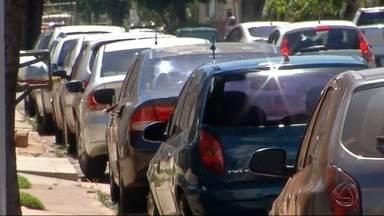 Número de vagas de estacionamento rotativo vai dobrar em Dourados - Atualmente são 1,2 mil vagas e outras mil estão previstas.