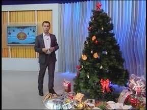 Desafio do Bem recolhe donativos no Jornal do Almoço - Telespectadores podem doar alimentos não-perecíveis para a árvore do JA