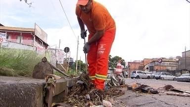 Mais de 400 toneladas de lixo são jogadas, por mês, em bocas de lobo de Belo Horizonte - O acúmulo do lixo é uma das causas de enchentes em Belo Horizonte e a prefeitura conta com o apoio da população para evitar tragédias.