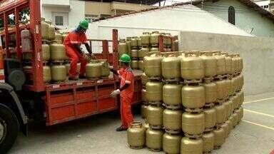 Petrobras anuncia aumento do preço do gás, no ES - Botijas comuns de gás de cozinha ficaram fora do aumento.
