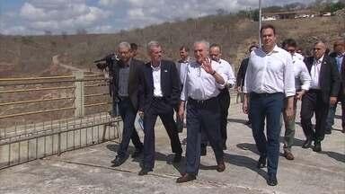 Presidente Michel Temer anuncia R$ 46 milhões para enfrentar a seca em PE - Presidente visitou a Barragem de Jucazinho, em Surubim.
