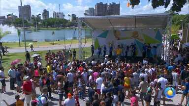 Bem Estar Global: Bruno Sakaue mostra que também tem esporte no Parque Solon de Lucena - Fitness foi uma das atrações da programação do Bem Estar Global