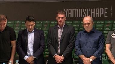 Vágner Mancini é apresentado como novo técnico da Chapecoense - Além do treinador, o diretor de futebol Rui Costa, ex-Grêmio, também foi apresentado para ajudar no processo de reconstrução do clube.