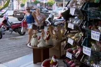 Lojistas liquidam peças e enfeites de natal em Divinópolis - Oportunidade de economizar na decoração natalina.