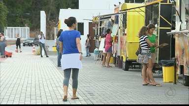Bairro do Cabo Branco ganha novo espaço de alimentação - O local abriga Food Trucks e Food Bikes, tem infraestrutura e clientes ainda podem entrar com bichinhos de estimação.