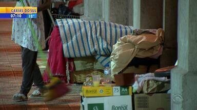 Após remoção, moradores de rua voltam ao Viaduto Otávio Rocha - Guarda Municipal realizou a operação de remoção no final de semana.
