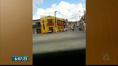 Dupla assalta agência dos Correios e foge atirando para o alto em Serraria - Agência não informou se alguma quantia ou objeto foi roubado. Assalto aconteceu por volta das 8h, no Brejo paraibano.
