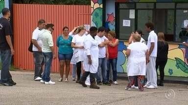 Funcionários do Hospital Vera Cruz em Sorocaba continuam em greve nesta terça-feira - Os funcionários do Hospital Psiquiátrico Vera Cruz, em Sorocaba (SP), também estão em greve. Eles reclamam da falta de pagamento do salário de novembro e a primeira parcela do 13º salário.