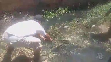 Com medo dos alagamentos moradores limpam via por conta própria no Amapá - Mas eles sabem que o serviço ainda não é o suficiente para evitar que isso ocorra quando as chuvas chegarem. Por isso pedem que a prefeitura conclua o trabalho.