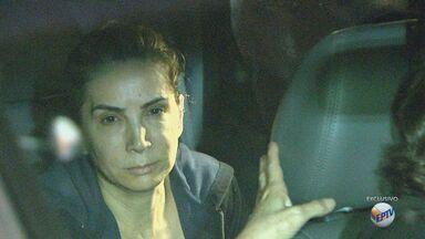 Dárcy Vera deixa penitenciária e volta para casa em Ribeirão Preto - Prefeita afastada foi hostilizada por moradores ao chegar na cidade nesta quarta-feira.
