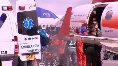 Zagueiro Neto é embarcado em avião com destino ao Brasil - O zagueiro Neto está sendo embarcado no Aeroporto de Rionegro, na Colômbia, com destino ao Brasil. O voo faz uma escala em Manaus e segue para Chapecó.