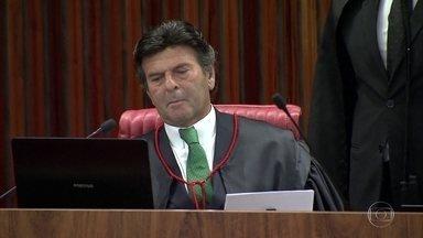 Liminar do STF devolve à Câmara o pacote de medidas anticorrupção - O ministro Luiz Fux considerou que o pacote de iniciativa popular foi alterado de forma irregular pelos deputados. A decisão provocou novos protestos no Congresso contra o Supremo.