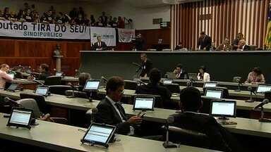 Assembleia aprova aumento da contribuição previdenciária em Goiás - Medida faz parte do pacote de ajuste fiscal do governo do estado.