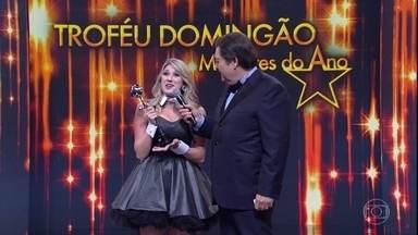 Dani Calabresa vence o prêmio na categoria Comédia - Quem levou o primeiro troféu da noite foi Dani Calabresa pelo seu divertido trabalho no Zorra