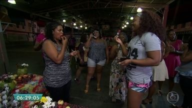 Rosas de Ouro promove concurso de passistas 'plus size' - A escola de samba da Zona Norte abriu um concurso que irá escolher passistas 'plus size', que em inglês significa 'tamanho grande'. Cerca de 24 candidatas participam da seleção que levará sete passista à avenida.