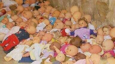 Irmãs reformam e distribuem milhares de brinquedos usados em Varginha (MG) - Irmãs reformam e distribuem milhares de brinquedos usados em Varginha (MG)