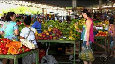 Muita gente acordou cedo para ir à feira e comprar frutas e verduras para a ceia - As feiras de Petrolina ficaram cheias.