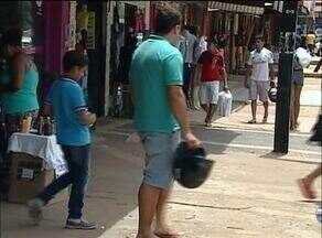 Véspera de Natal deixa comércio lotado em Taquaralto, região sul de Palmas - Véspera de Natal deixa comércio lotado em Taquaralto, região sul de Palmas