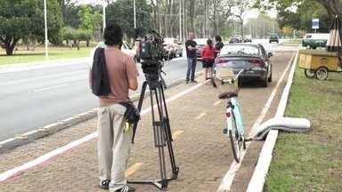 Veja imagens dos bastidores da gravação de Amor ao Quadrado - A Globo Brasília exibe o telefilme neste sábado (24), após o Jornal Hoje.