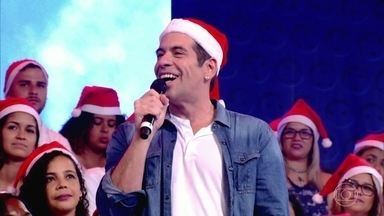Leandro Hassum conta que já foi Papai Noel em shopping - O ator revela que se fantasiava assim para poder comprar presente de Natal para a filha.