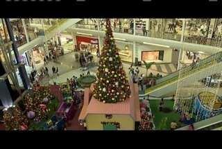 Comerciantes que decidiram fazer promoção de Natal, conseguiram aumnetar as vendas - Neste ano praticamente dobrou a quantidade de consumidores que vão gastar menos com presentes.