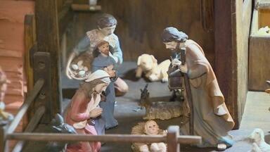 Frei monta exposição de presépios em Manaus - Mostra pode ser conferida em igreja na capital.