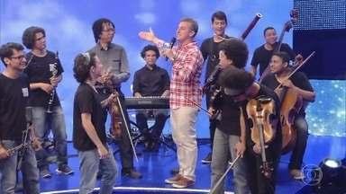 Djavan toca 'Oceano' com a 'Orquestra jovem de Paquetá' - Veja como ficou a versão dessa parceria