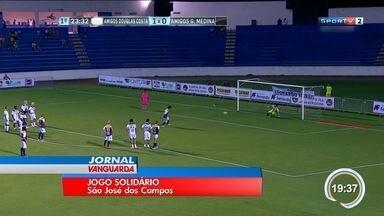 Amigos de Douglas Costa e Medina dão show em jogo beneficente - Partida foi em São José dos Campos.
