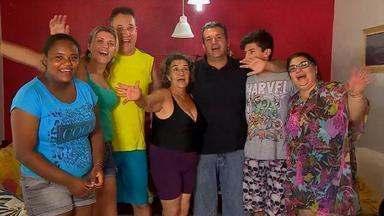 Véspera de Natal reúne famílias na beira da praia e na cozinha no Litoral do RS - Família de origem uruguaia se reúne em Capão da Canoa.