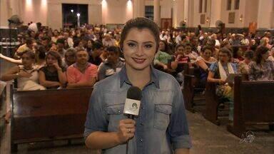 Fiéis lotam Igreja Catedral da Sé para Missa de Natal - O arcebispo de Fortaleza Dom José Antônio Tosi celebra a missa.