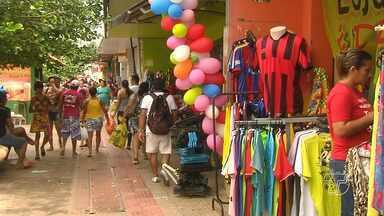 Santarenos vão em busca dos presentes de Natal no centro comercial - Confira como foi a movimentação neste sábado (24).