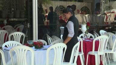 Confira os últimos preparativos para a ceia nos hotéis de Foz do Iguaçu - Muita gente opta por deixar a cozinha de lado e desfrutar a ceia de Natal nos hotéis em Foz do Iguaçu.