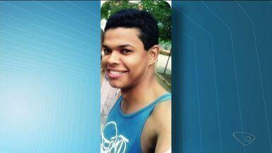 Homem é encontrado morto em apartamento em Baixo Guandu, ES - Jonas Felipe Mendes da Silva foi encontrado sem vida neste domingo (25).Segundo a Polícia Militar, ele foi morto com oito tiros nas costas.
