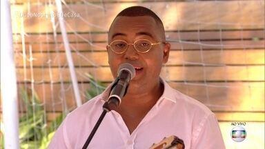 Dudu Nobre canta 'Tempos de Don Don' - Cantor leva o clima de réveillon para o 'É de Casa'