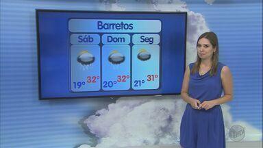 Confira a previsão do tempo para este sábado (31) na região de Ribeirão - Poucas nuvens no céu e sol indicam virada de ano quente. Termômetros registram máxima de 30ºC.