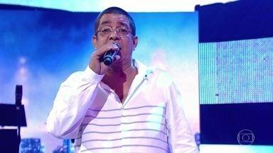 Zeca Pagodinho canta 'Uma prova de amor' - O sambista interpreta música de sucesso no palco do Caldeirão