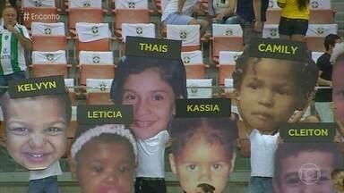Kelly reencontrou filho desaparecido graças a campanha promovida pela TV Globo - A foto do menino foi exibida durante um jogo da Seleção Brasileira e o reencontro foi possível graças a uma denúncia anônima
