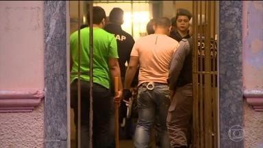 Jornal Hoje - Edição de segunda-feira, 09/01/2017 - Vinte presos são transferidos para fora de Manaus depois de mais um fim de semana violento nas cadeias da cidade. E mais as notícias da manhã.