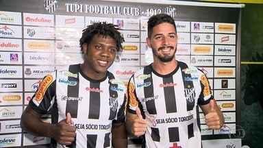 Tupi apresenta mais dois reforços para o Campeonato Mineiro - Dois jovens jogadores da zaga foram apresentados no clube do interior de Minas