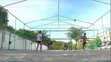De férias, Victor Ferraz joga futevôlei em João Pessoa - De férias, Victor Ferraz joga futevôlei em João Pessoa