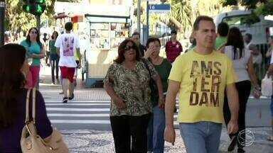 RJTV vai as ruas para saber quais são as metas dos moradores da região para 2017 - Segundo levantamento, maioria dos entrevistados pretendem juntar dinheiro, seja para um investimento ou para pagar contas.