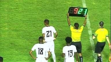 Seis substituições por time permitidas na Copinha complica vida do quarto árbitro - Seis substituições por time permitidas na Copinha complica vida do quarto árbitro