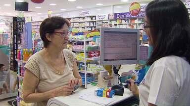 Consumidores reclamam de aumento no preço de medicamentos - Aumento ocorre devido à mudança na alíquota do ICMS dos remédios