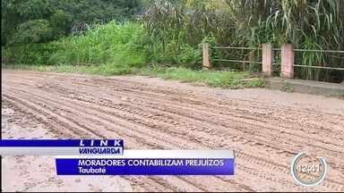 Rio transborda e causa problemas na zona rural de Taubaté - Rio que corta a região do bairro dos Caieiras transbordou com a chuva.