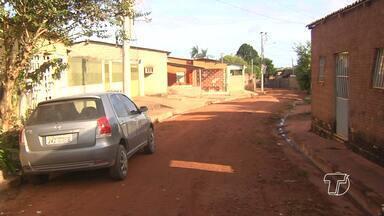 Moradores fazem coleta para manutenção de rua no bairro Matinha - Para melhorar condições de infraestrutura da rua, moradores fazem coleta e promoções para arrecadar dinheiro.