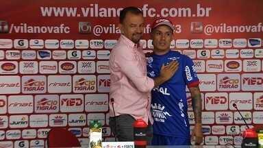 Vila renova contrato com Moisés e agenda amistoso com Flamengo - Após litígio, atacante continua no Tigre até o fim de 2018