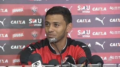 Cleiton Xavier é apresentado como novo contratado do Vitória - Meio-campo do Leão tem sido reforçado nas contratações recentes.