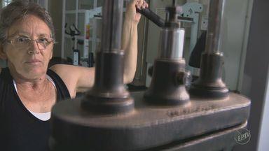 Estudo da Unicamp comprova que musculação ideal para idosos é com muito peso - Pra quem é hipertenso, dica é conferir a pressão antes de praticar esportes.