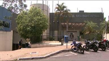 Vereadora presa tenta tomar posse em Foz do Iguaçu - O presidente da Câmara anulou a posse.